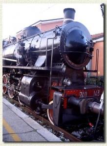 La 740-143 per un treno speciale, in sosta a Casalecchio (4 gennaio 2001)
