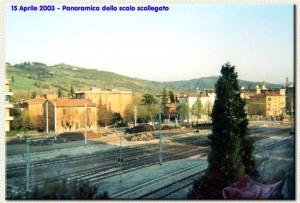 15 aprile 2003: panoramica dello scalo scollegato dalla linea.