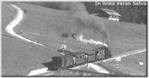 Convoglio in arrivo alla Stazione di Selva - Estate 1952 - Foto W. Planinschek