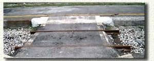 18 marzo 2004: il taglio del primo binario all'altezza dell'attraversamento.