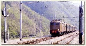 La E424 con un locale proveniente da Pracchia, all'altezza del raccordo eliminato
